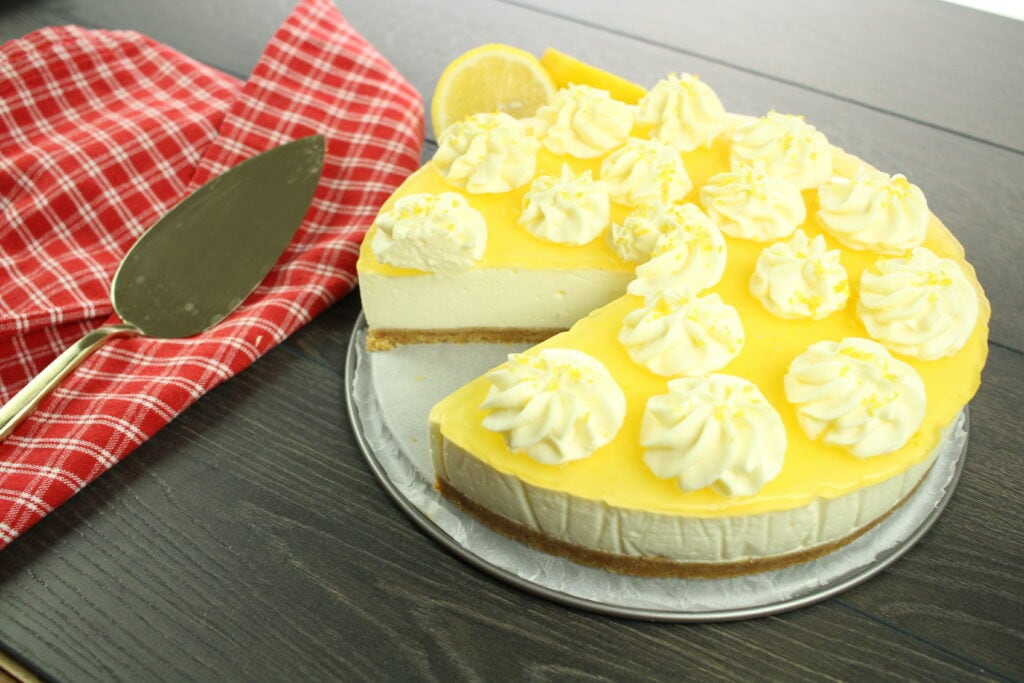 No-Bake Lemon Cheesecake garnished with mascarpone cream